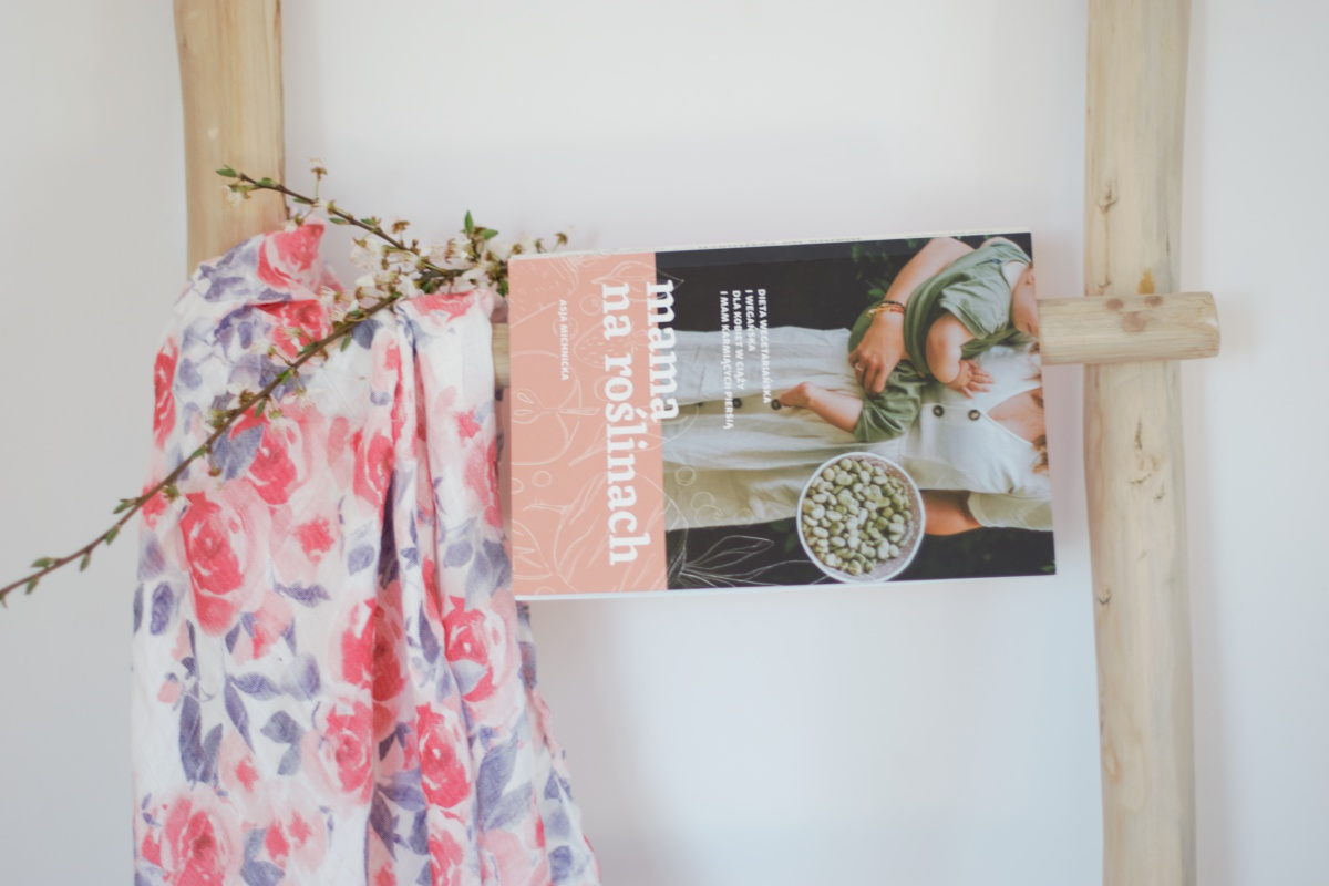 książka Asji Michnickiej Mama na roślinach