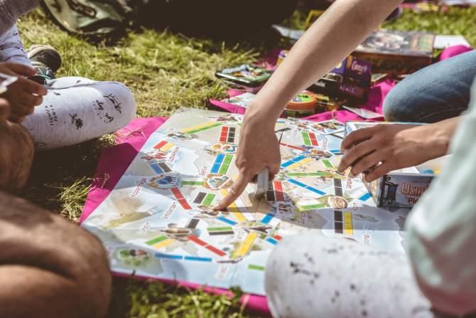 Gry dla najmłodszych – do każdego plecaka i na każdą kieszeń