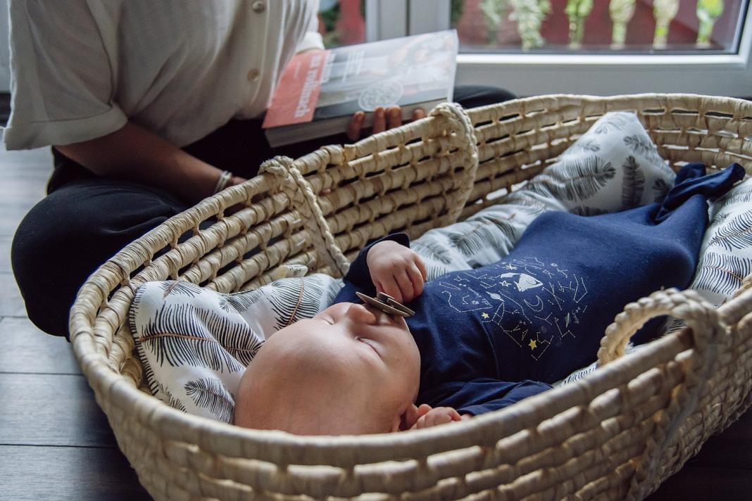 ile śpi noworodek